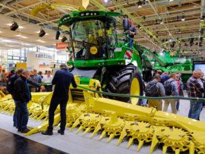 Agritechnica-Erntemaschine_alias_400x300px